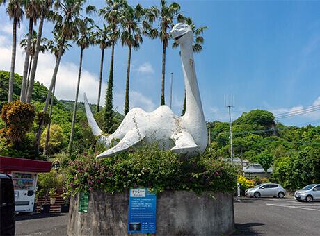 池田湖のイッシー像